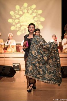 kebaya fashion show.jpg